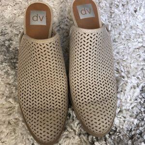 Like new closed toed heels